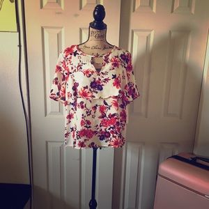 Short sleeve floral blouse
